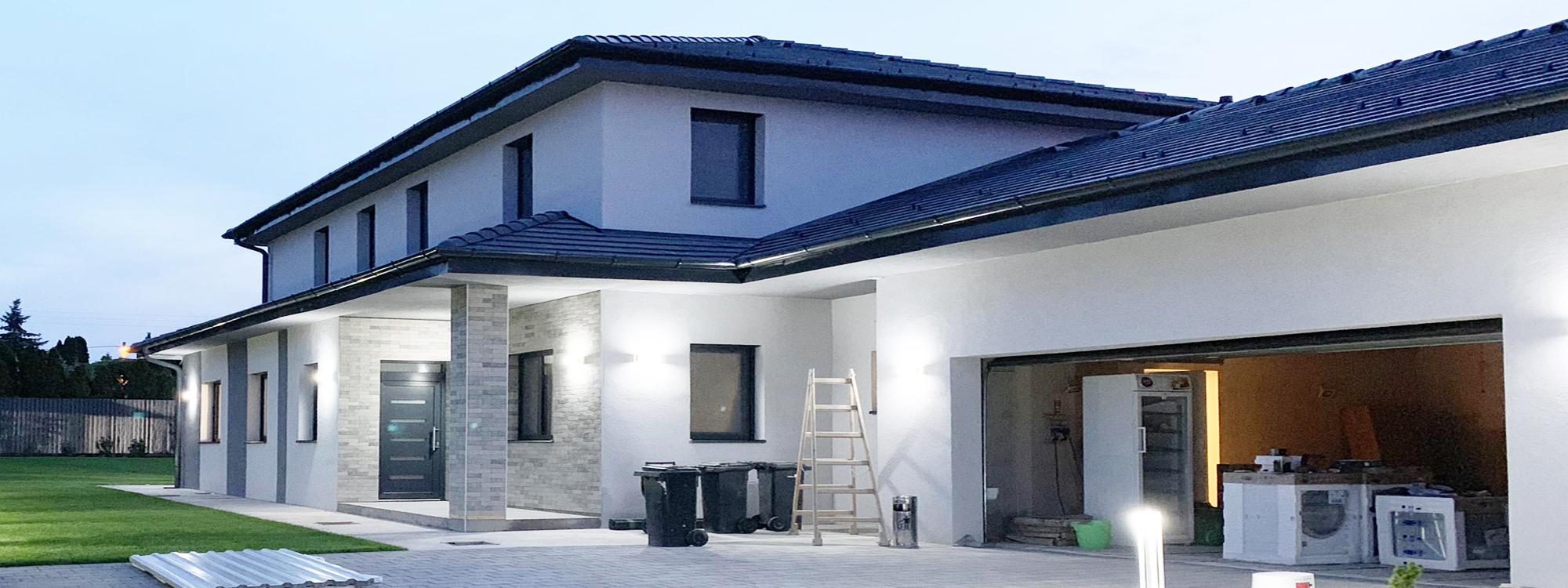 Pécelen újépítésű ikerház nagy kerttel eladó